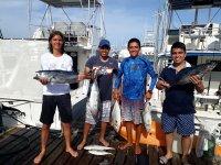 Pasajeros con lo pescado en Cancun
