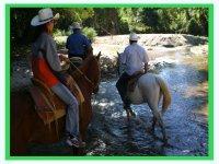 Cruzar el rio a caballo
