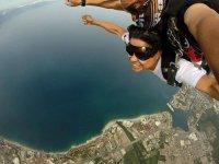 saltando en paracaídas