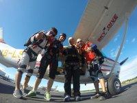 grupo de paracaidistas