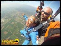 Disfrutando el vuelo con paracaidas