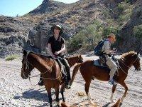 A caballo en el desierto