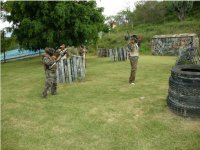 Playing al paintball