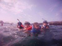 snorkeleando con peques
