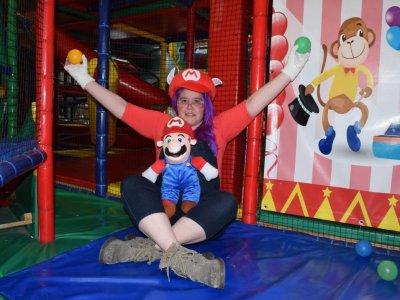 Con disfraz de Mario Bros