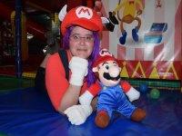 Disfrazada de Super Mario
