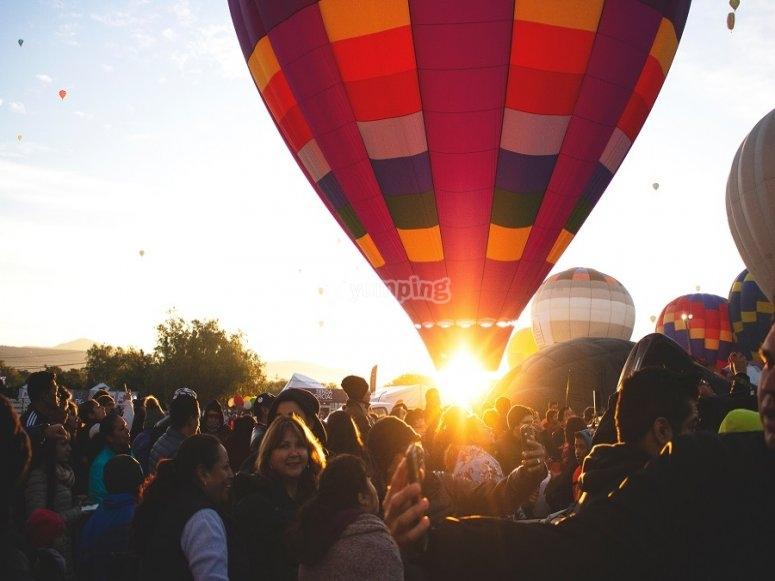 Presenciando el-despegue de los globos en el festival