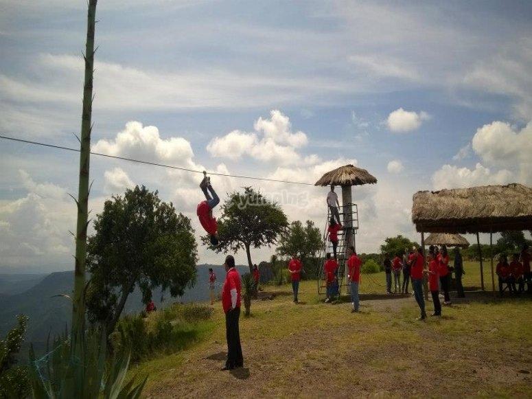 En la tirolesa de la Barranca de Aguacatitla