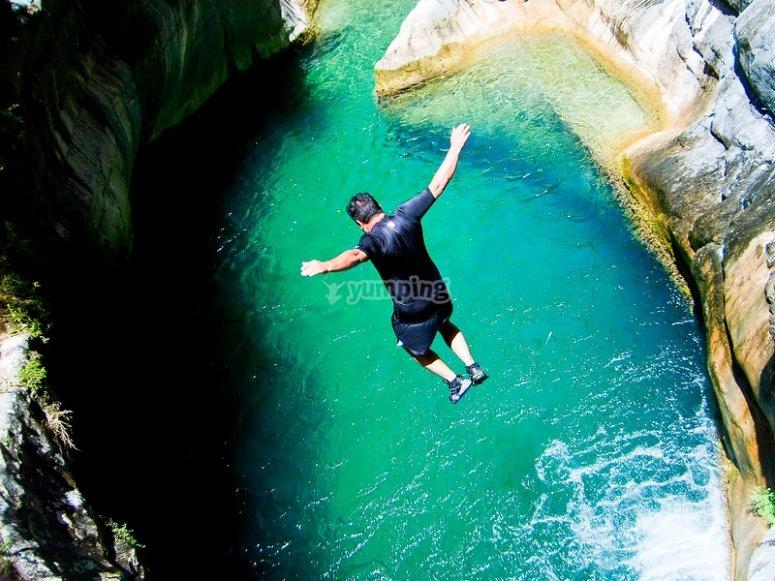 Salto al río