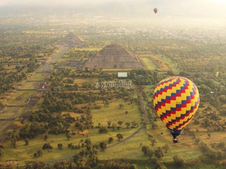 Balloon flying over Teotihuacan