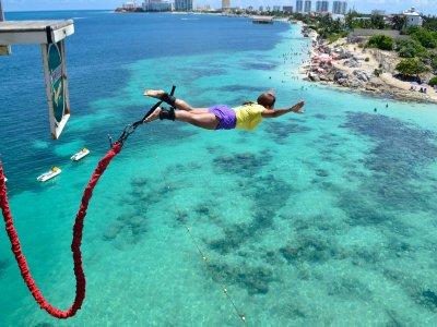 Salto de Bungee en la playa Cancún