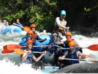 Diversion haciendo rafting