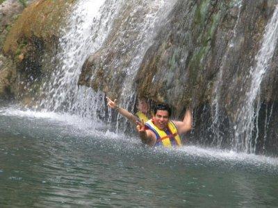 Bajo las cascadas