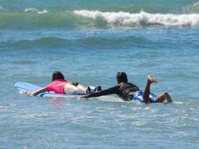 Clase de surf en Punta de Mita con equipo 2 horas