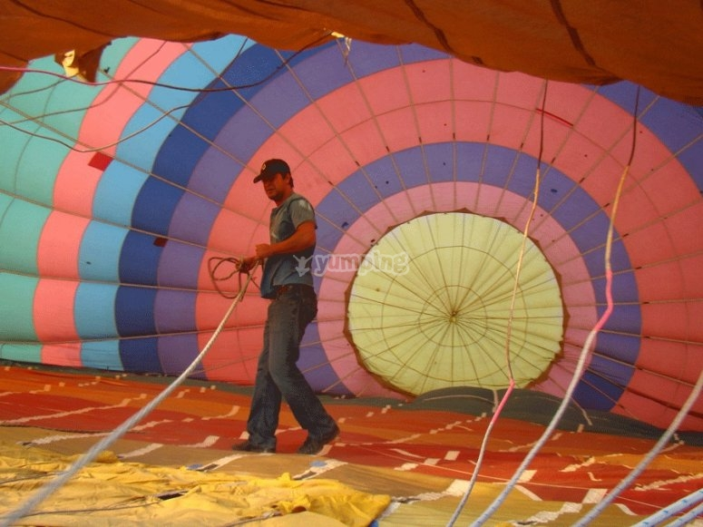 Participating in the preparation of the balloon