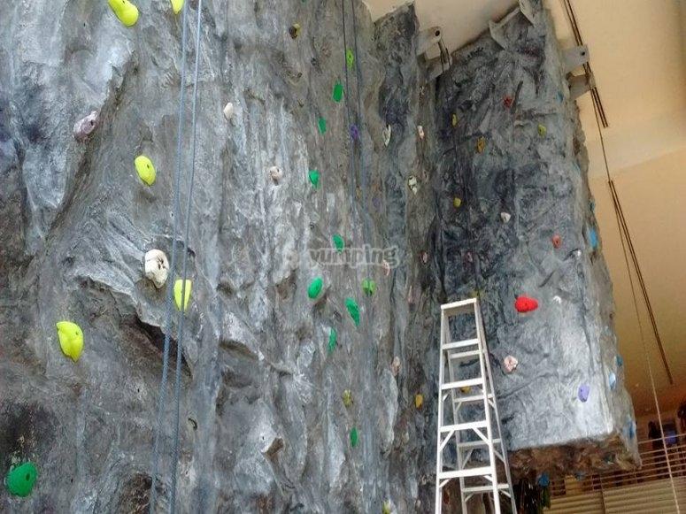 Climbing rock course