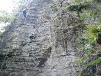 Vertical climbing wall