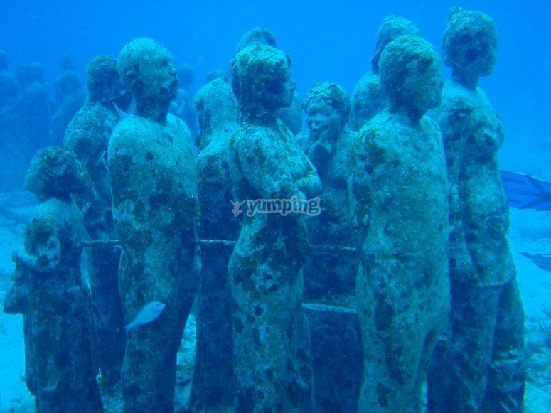 Spectacular underwater sculptures
