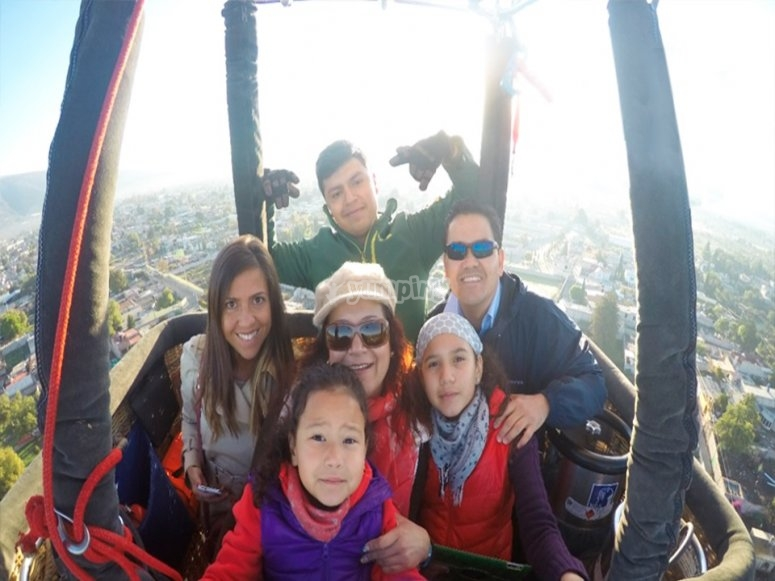 Family flight through Teotihuacan