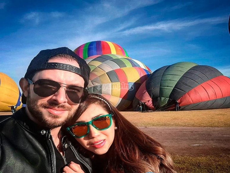 Couple in love before flying