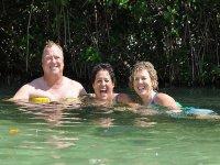 Nadando con amigos