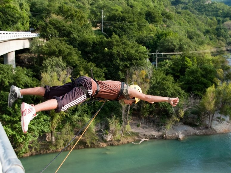 Salto en las montañas de Tasquillo
