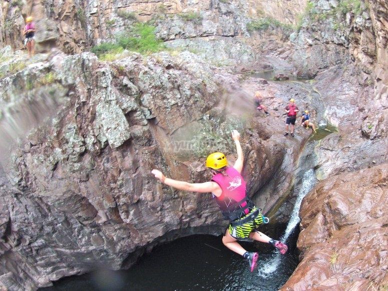 Salto a fosa de agua