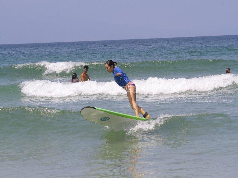 practica surf con nosotros
