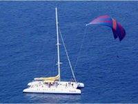 Excursion de catamaran en el mar