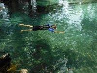 Suspendida en el agua