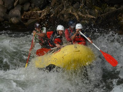 Rafting and zipline with lodging in Eco-cabins.