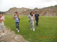 Visits archeological sites