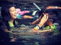 Snorkelea con amigos