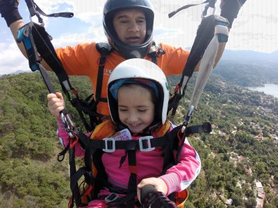 Paragliding flight in Valle de Bravo