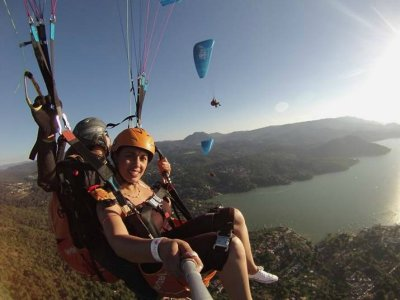 1-day paragliding trip in Valle de Bravo