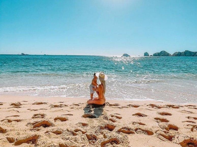 Disfruta de un día en la costa de esta isla