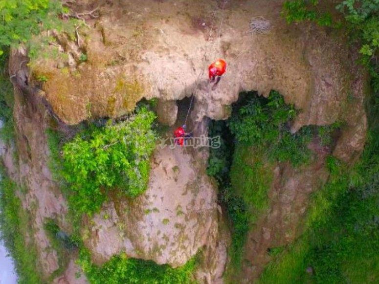 Adrenalina con rappel en cascadas