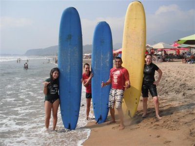 Surfing lessons for smallg groups in Manzanillo
