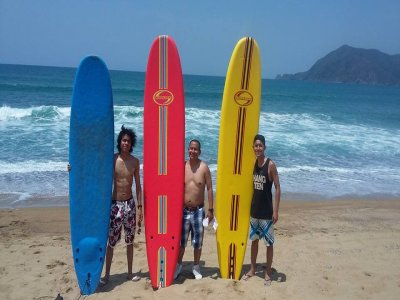 1 hour surf class for groups in Manzanillo