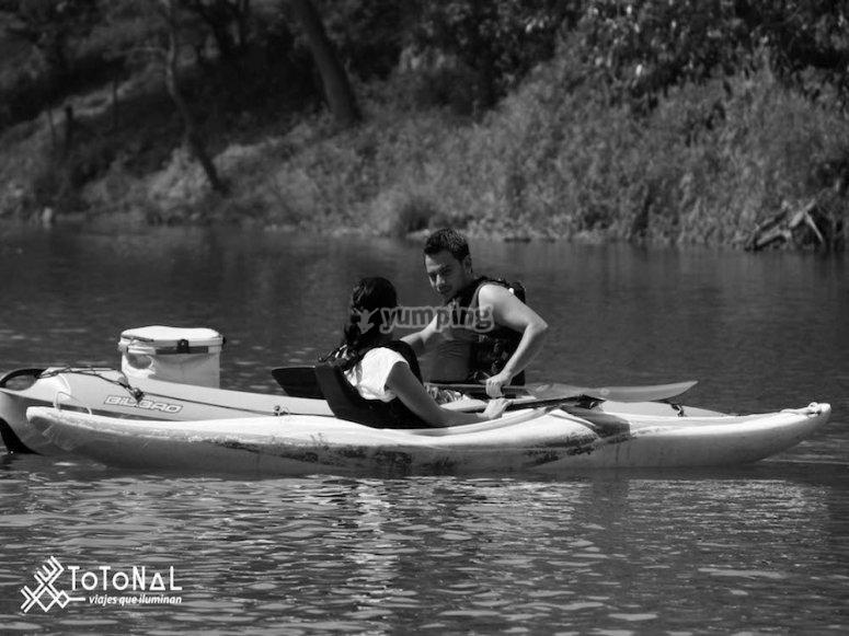 Enamorados-kayakeando.