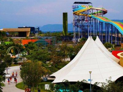 4 park passes, flight simulator, Cuernavaca food