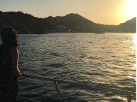 Disfruta de un bello atardecer a bordo de nuestro Catamarán