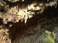 Escalando roca natural
