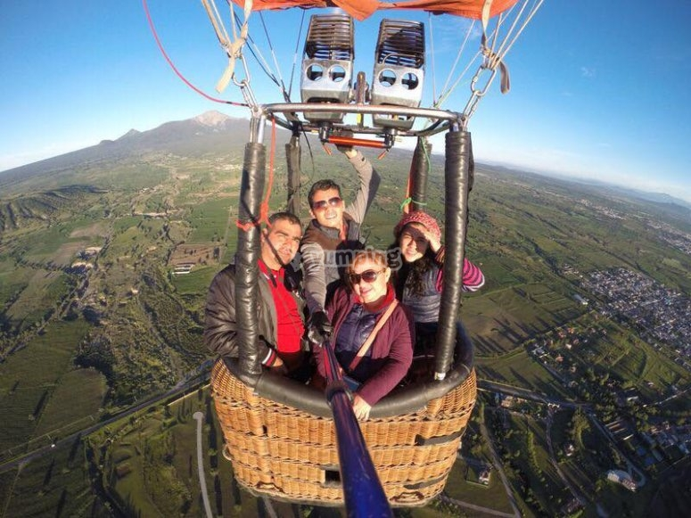 Taking a photo while flying in a balloon
