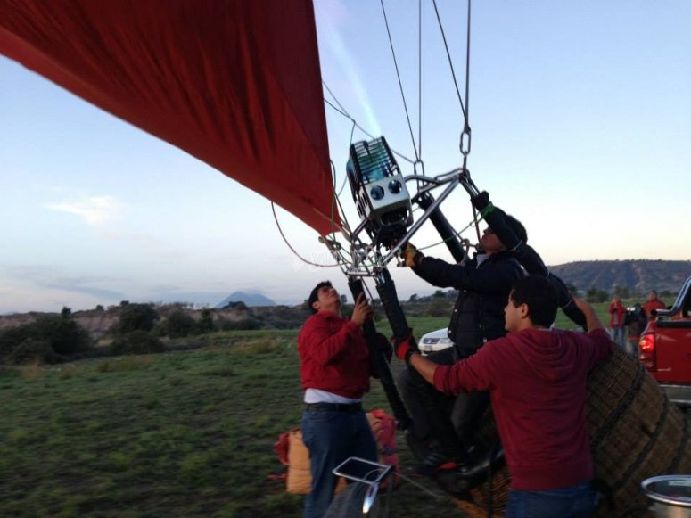 Assembling the balloon with experts