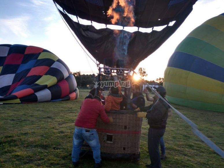 Despegando entre mas globos
