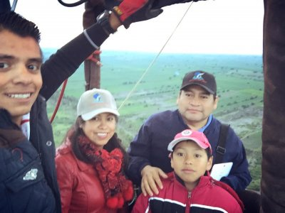 Balloon ride at sunrise for kids in Huamantla