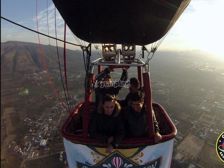 Fly in an erostatic balloon
