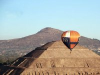 1-hour shared balloon flight in Teotihuacán