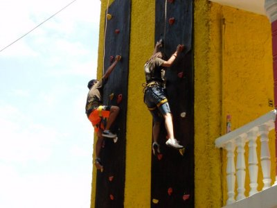 Climbing in artificial wall in Río Actopán